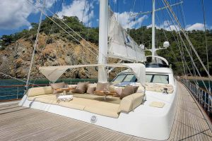 ALESSANDRO-Front-deck